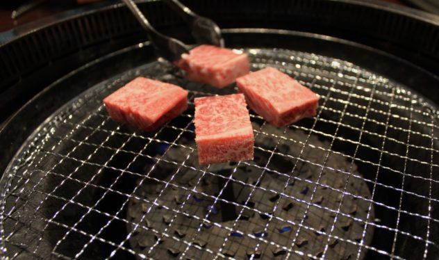 Affordable Kobe beef in Kobe putting marbled meat with tongs