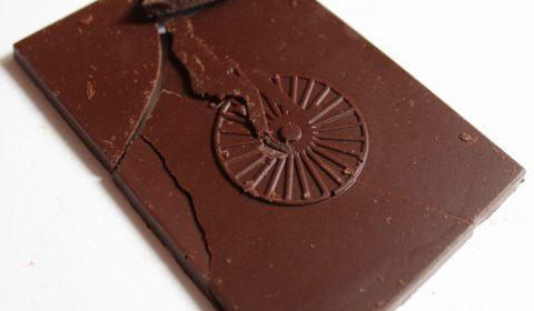 Craft chocolate bar naive lithuanian ambrosia dark pollen chocolate front of bar closeup