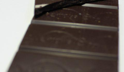 Craft Chocolate Review Vento D'oro Java Dark Russian 70% Front of Bar Closeup