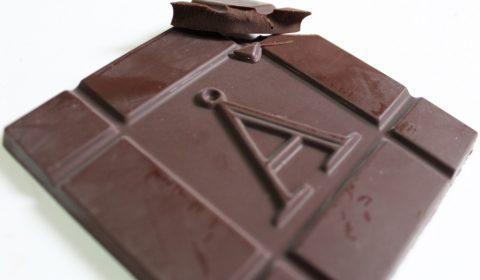 Craft Chocolate Review Akesson 100% Madagascar Bejofo Estate Front of Bar Closeup