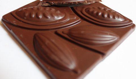 Craft Chocolate Review Benn's Malaysia 72% with Nibs Front of Bar Closeup