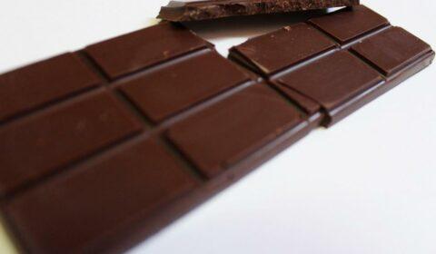 Craft Chocolate Review Sun Eaters 80% Front of Bar Closeup
