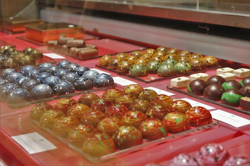 Camera 030 - 33 Best Amsterdam Chocolate Shops & Destinations